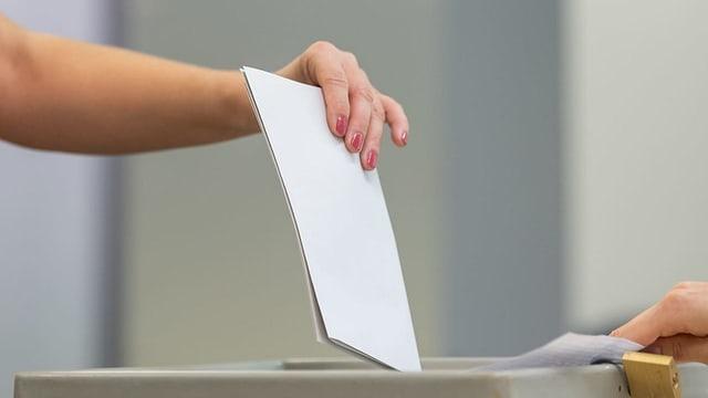 urna da votaziuns.