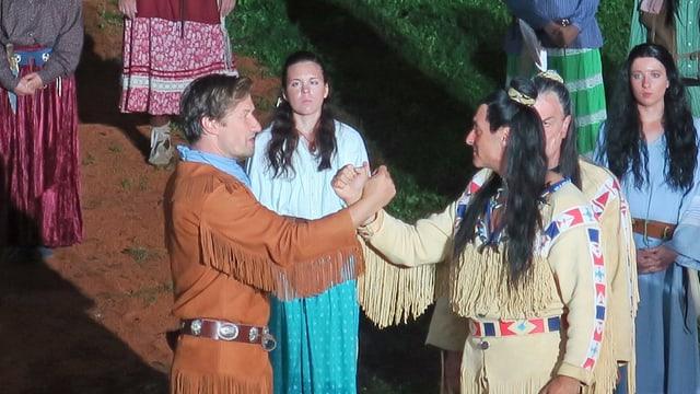 Theaterschauspieler die Old Shatterhand und Winnetou in einem Freilichtspiel darstellen.