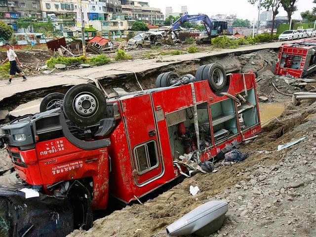 Umgekippter Feuerwehrwagen