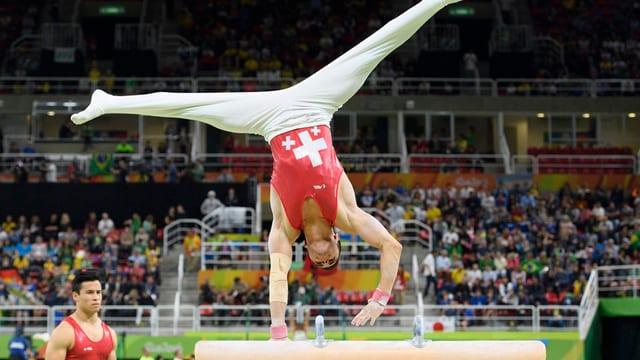 Pablo Brägger turnt in Rio auf dem Balken.