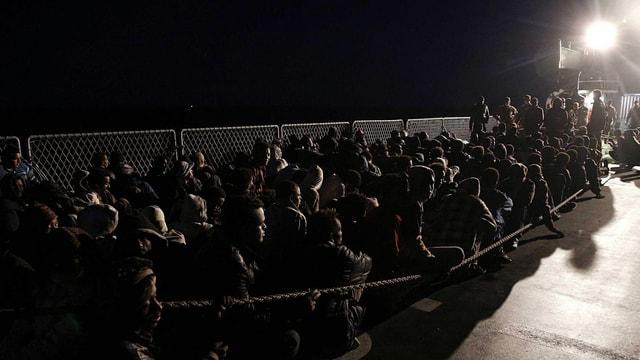 Migranten in einem Auffanglager in Italien.