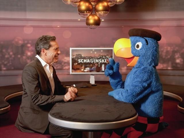 Globi trifft auf Roger Schawinski.