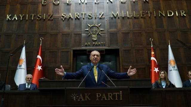 Erdogan an einer AKP Konferenz.