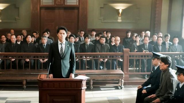 Ein Anwalt in einem Gerichtssaal