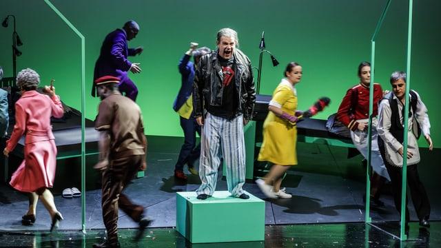 Bühne mit Schauspielern