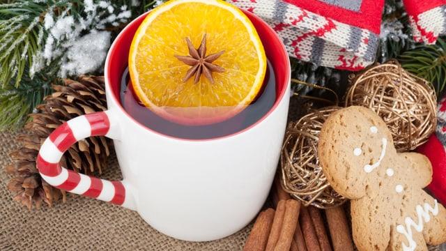 Hier besticht vor allem die Kombination von heissem Gin und frischen Orangenschalen.