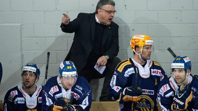 Langenthaler Spieler mit Coach Olivier Horak.