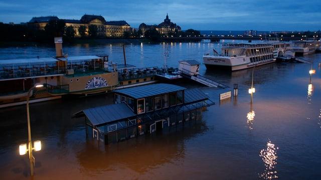 Bild der Überschwemmung in Dresden vom 3.6.2013.