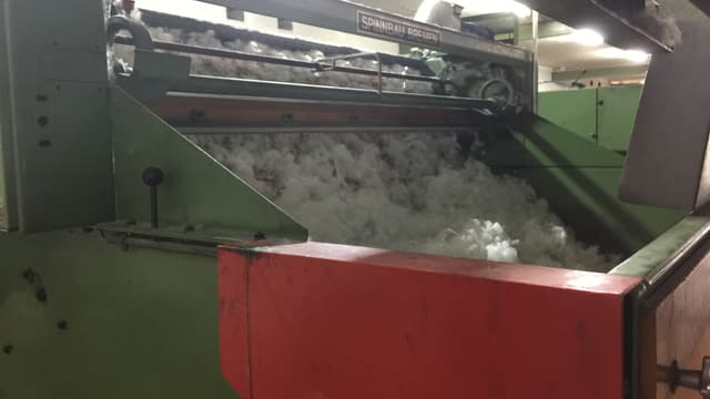 Verarbeitung von Watte in Maschine
