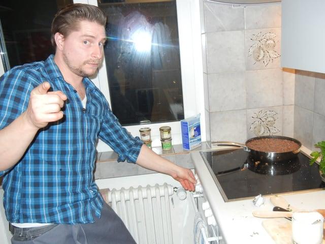 Lorenz am Kochherd.