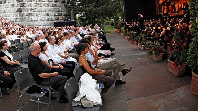 Publikum bei einem Konzert.