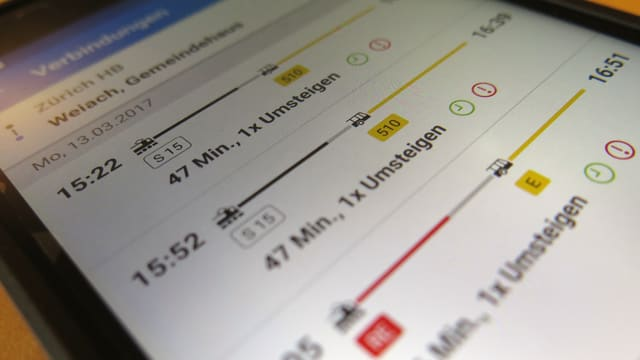 Drei Verbindungen Zürich HB-Weiach angezeigt mit der ZVV-App auf dem Smartphone