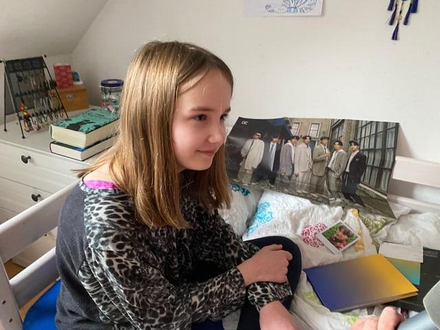 Leandra in ihrem Zimmer