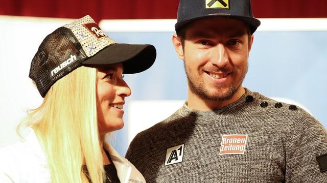 Lara Gut und Marcel Hirscher an einer Medienkonferenz