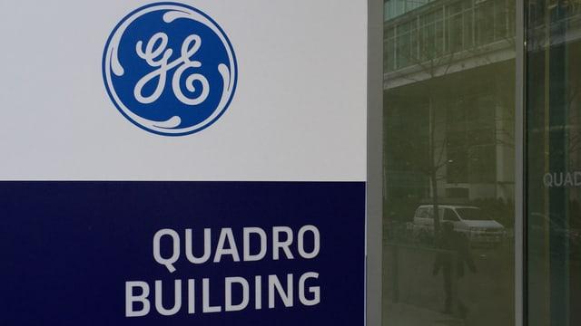 General Electric Logo an einem Gebäude in Baden