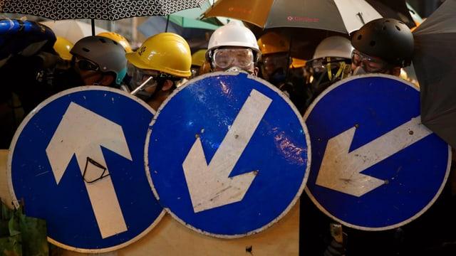 Demonstranten bilden Barrikade