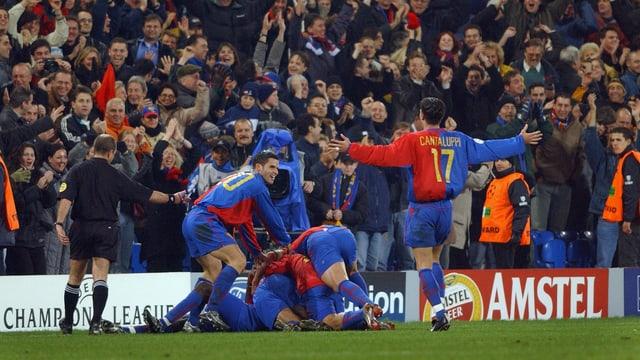 2002: Die Basler bejubeln gegen Liverpool das zwischenzeitliche 3:0.