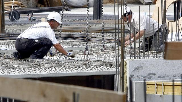 Zwei Männer auf Baustelle