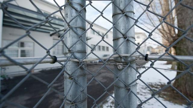 Gitter beim Frauengefängnis Hindelbank