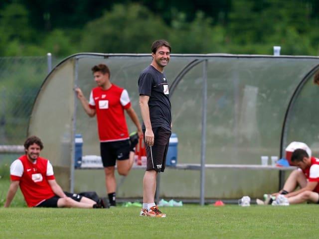 Weiler beim Training mit FCA-Spielern