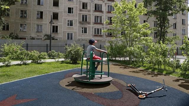 Kind auf einem Spielplatz