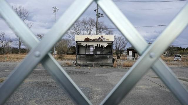 10 onns suenter la catastrofa è Fukushima daventà in plazzal ubain in lieu da spierts.