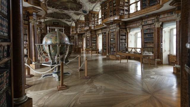 Der Blick in die Stiftsbibliothek.