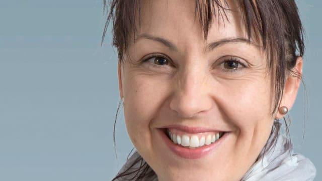 Silvia Bisculm Jörg (PS) candidescha per in sez en la suprastanza communala da Domat.