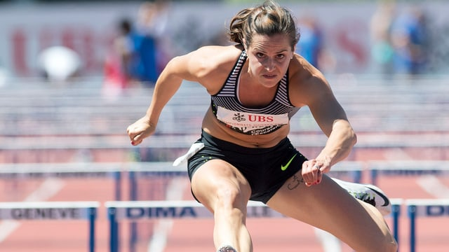 Clélia Rard-Reuse qua en acziun al campiunadi svizzer d'atletica leva a Genevra.