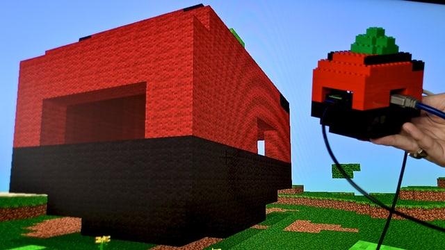 Ein Raspberry Pi vor dem Bildschirm, auf dem wir das Lego-Gehäuse nachgebildet sehen.