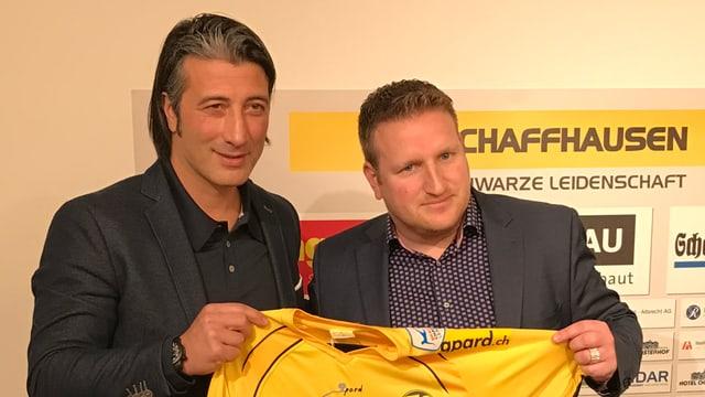 Der neue FCS-Trainer Murat Yakin neben Geschäftsführer Marco Truckenbrod-Fontana.