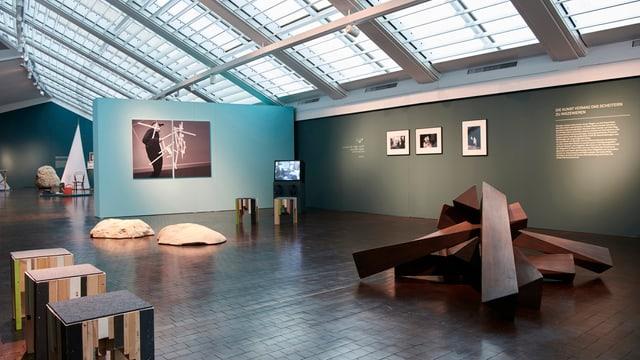 Abstrakte Ausstellungsobjekte zum Thema «Scheitern» im Vögele Kulturzentrum