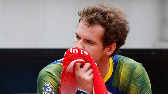 Andy Murray schlägt sich mit Rückenschmerzen herum.