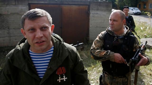 Mann in militärischer Uniform.