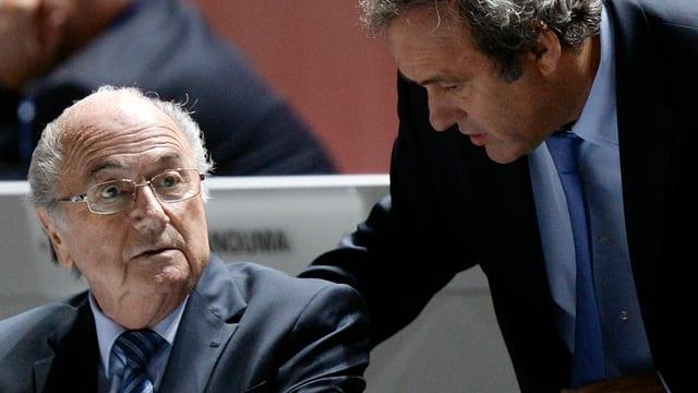 Sepp Blatter en discurs cun Michel Platini.