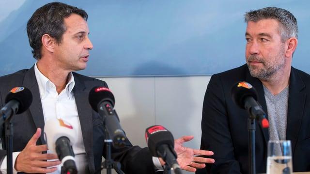 FCB-Präsident Bernhard Heusler und Trainer Urs Fischer an einer Pressekonferenz.