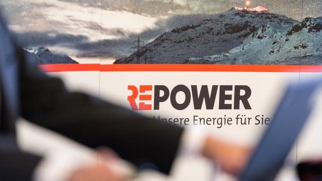 Logo da la Repower cun culms davostiers e davant in computer
