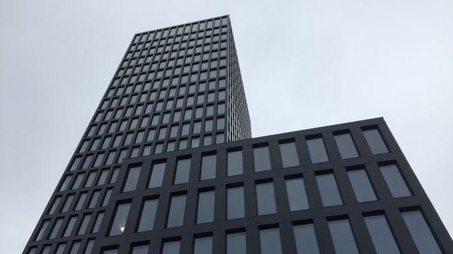 Die gesamte Fassade des Grosspeter-Towers besteht aus Photovoltaik-Elementen.