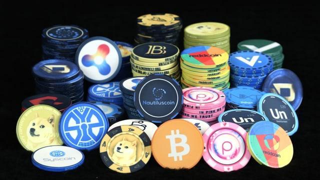 Münzen der diversen Kryptowährungen.