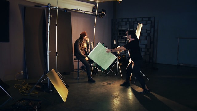 Tomo Muscionico bei der Arbeit im Fotostudio.
