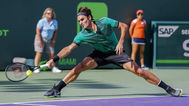 Purtret da Roger Federer en acziun.
