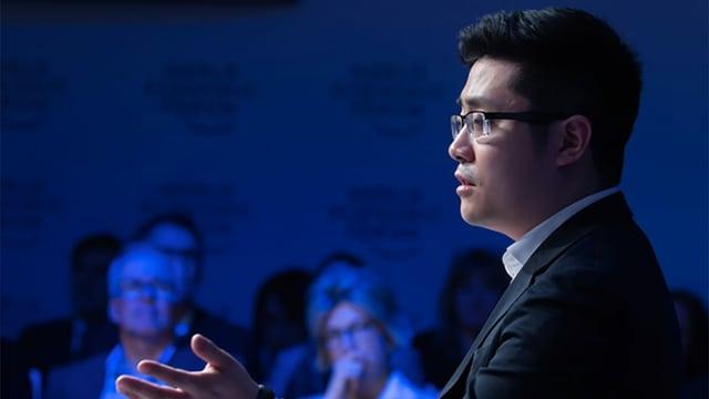 Tim Hwang währen einem Auftritt am WEF in Davos 2018.