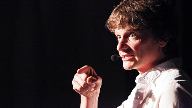 Christoph Simon auf der Bühne.