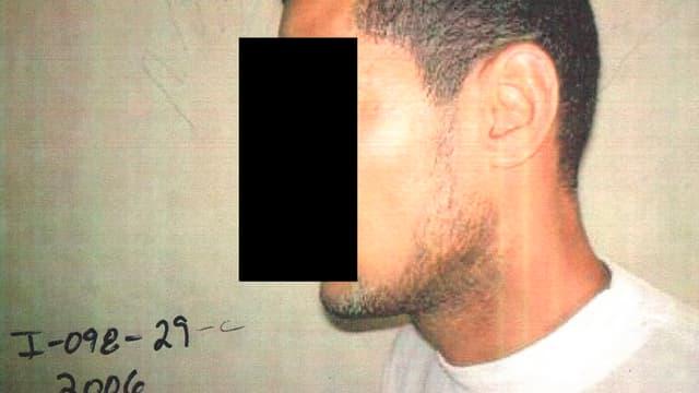 Bild eines Gefangenen mit schwarzem Balken vor Gesicht