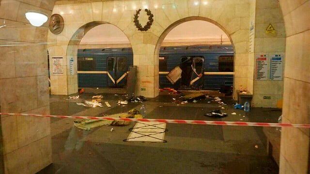 staziun e tren devastà