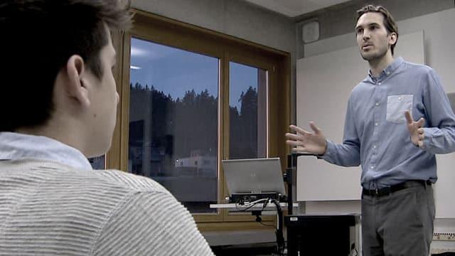 Ein Schüler und Lehrer Yves Bossart.