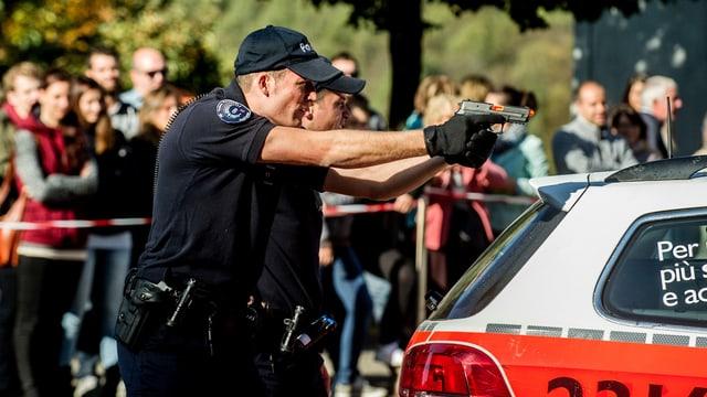 En la scola da polizia emprendan ils aspirants tut quai ch'i dovra per il mintgadi.