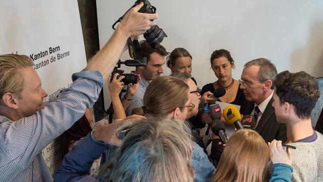 Medienschaffende und Pilippe Perrenoud.