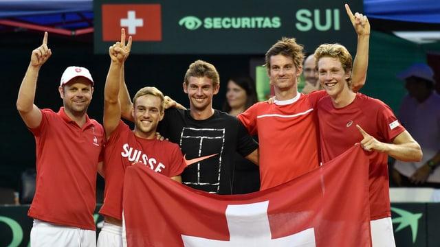 Das Schweizer Team nach dem Sieg gegen Usbekistan.