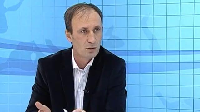 Unternehmer Rexhep Krasniqi gibt im TV Auskunft über seine Erfahrungen mit einem Regierungsauftrag.